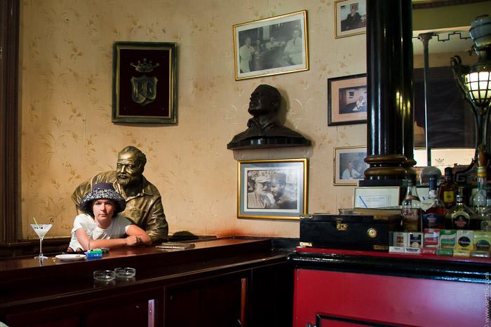 Статуя Хэмингуэю в Гаване