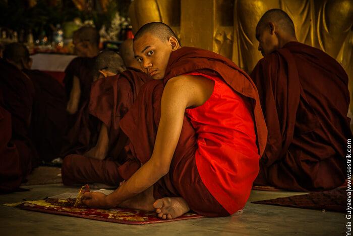 Мальчик буддист