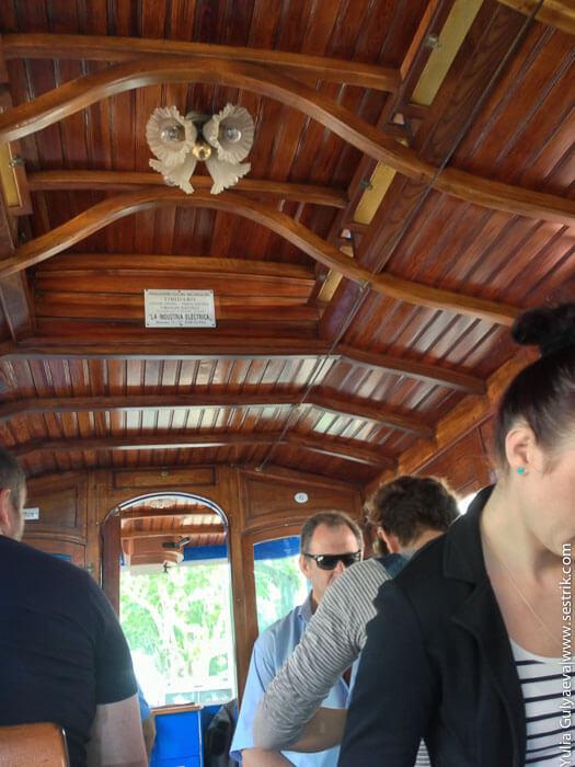 внутри старого трамвая