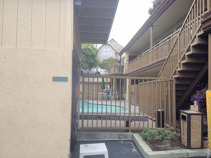 бассейн в мотеле