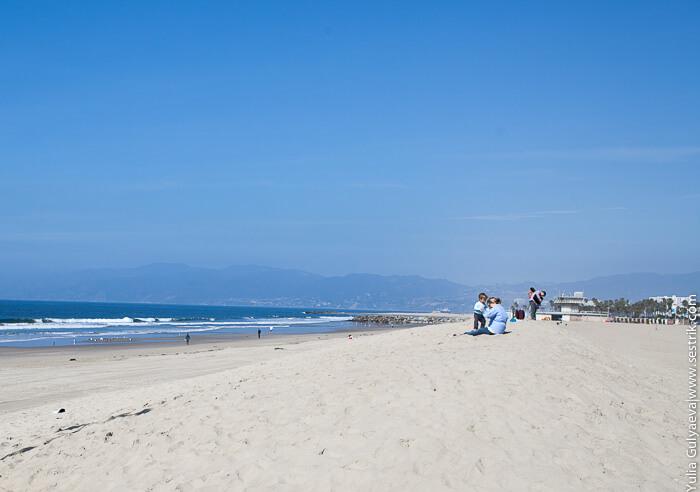 пляж рядом с пирсом венеция