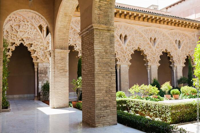 арабский дворец в стиле мудехар