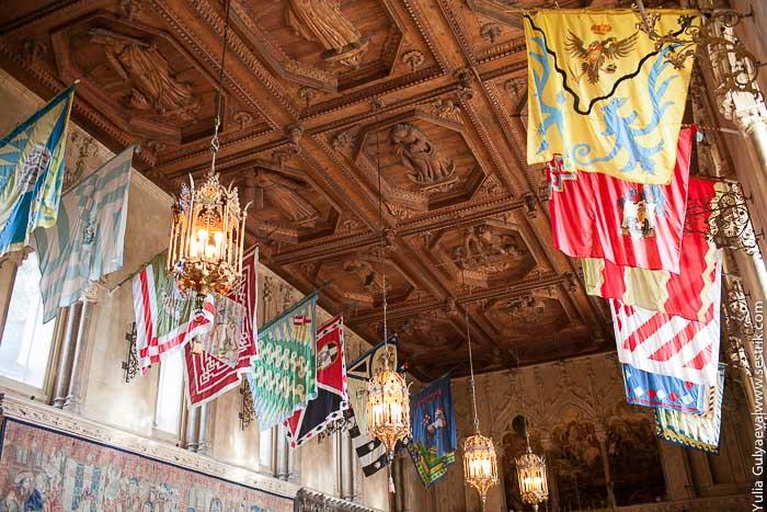 флаги под потолком