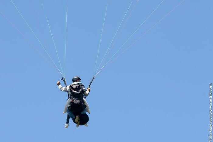 люди на парашюте