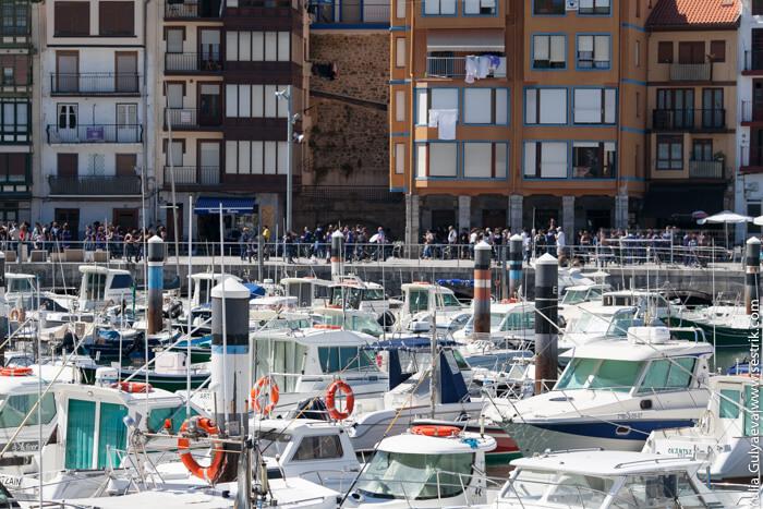 лодки в порту бермео
