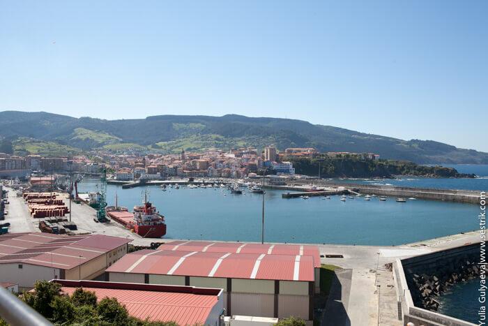 вид город и порт  бермео