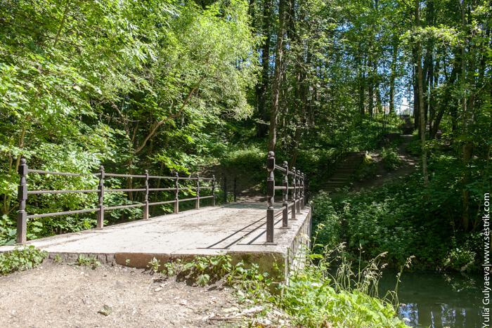 каменный мост в парке