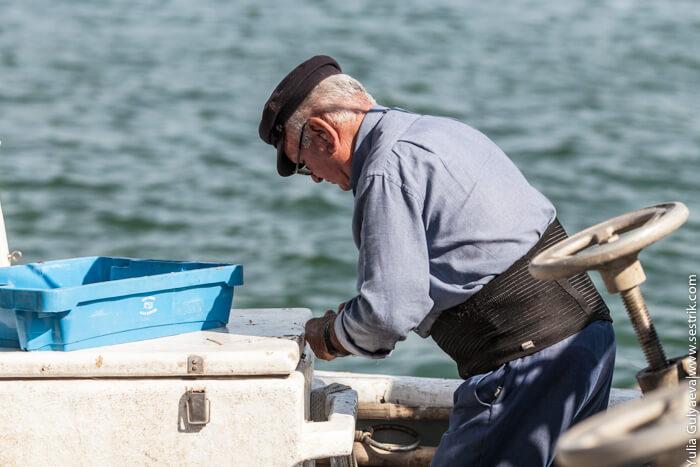 рыбак в порту