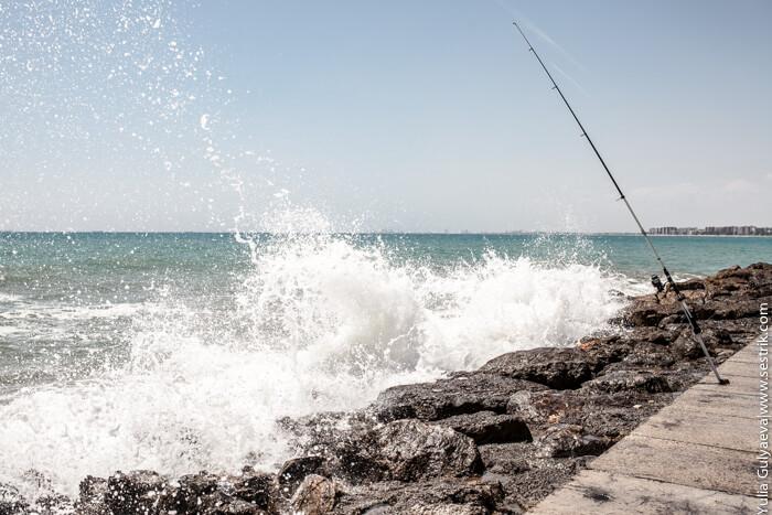 волны о берег