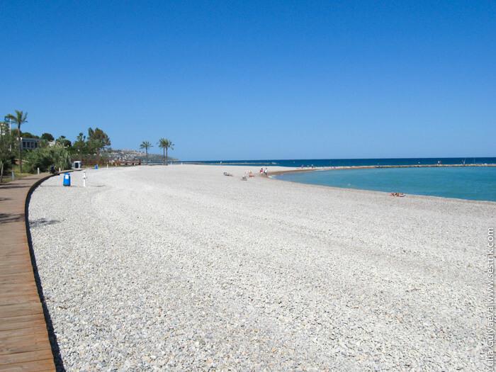 галечный пляж в беникасиме