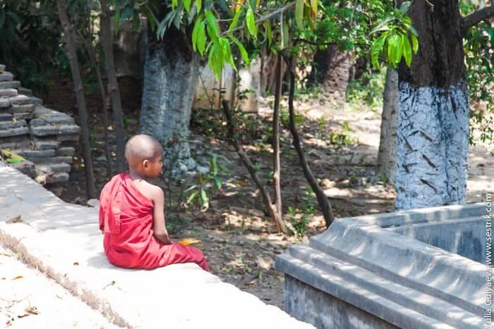 юный монах в бирме