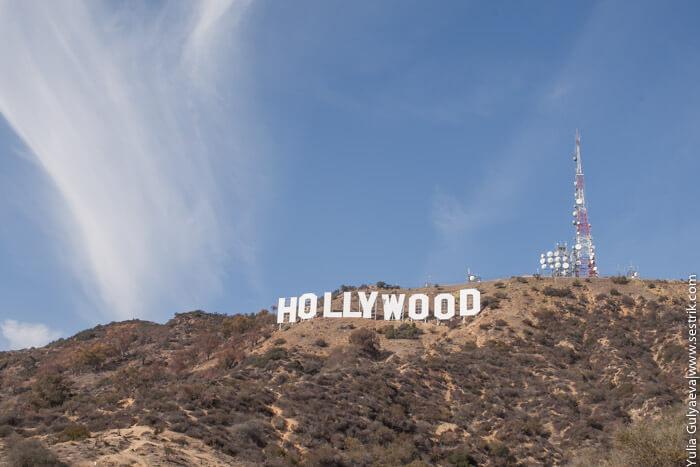"""Надпись """"Голливуд"""" совсем небольшая."""