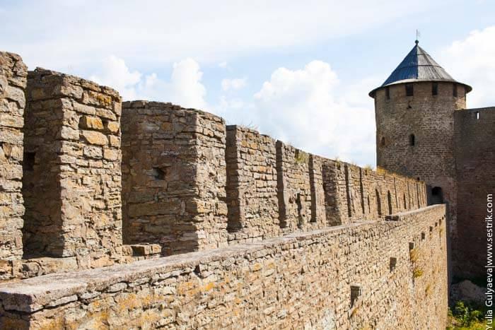 башня и крепостная стена