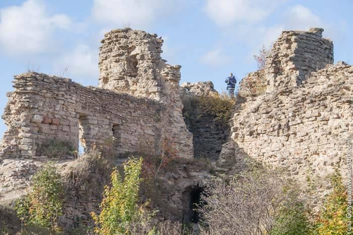 наугольная башня копорской крепости