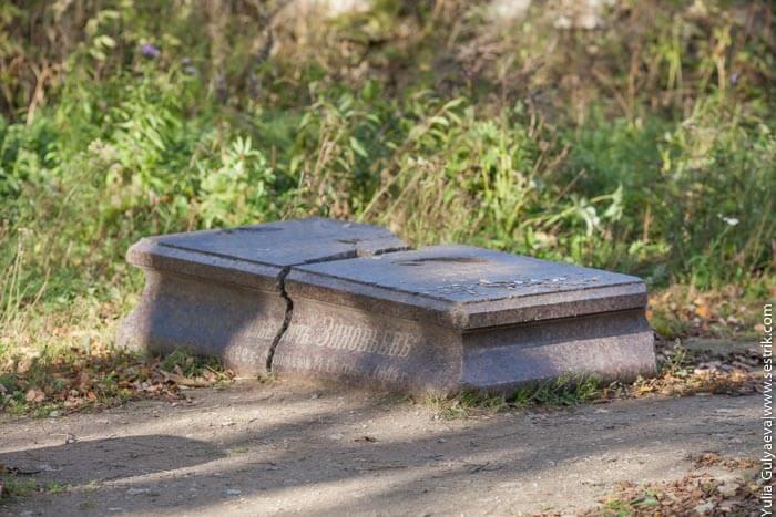 могила последнего хозяина копорской крепости