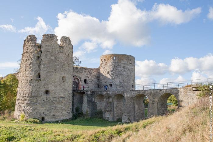 открыточный вид копорской крепости