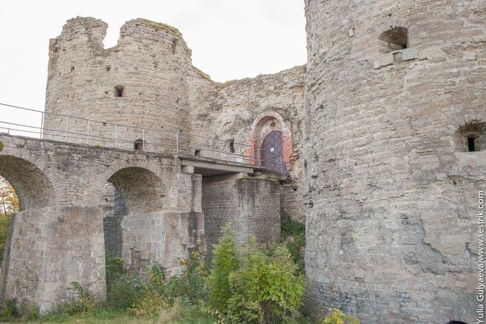 entrance koporye