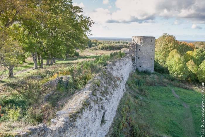 вид на среднюю башню крепости