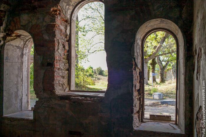 внутри часовни в копорской крепости