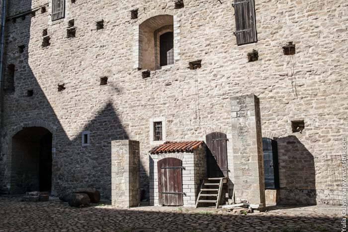 внутри нарвского замка