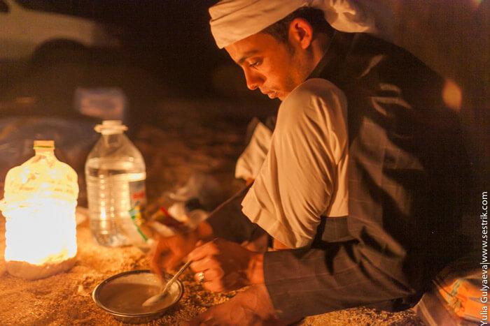 бедуинский ужин в пустыне