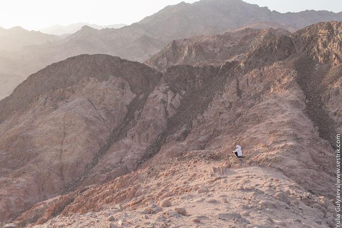 бедуин в пустыне