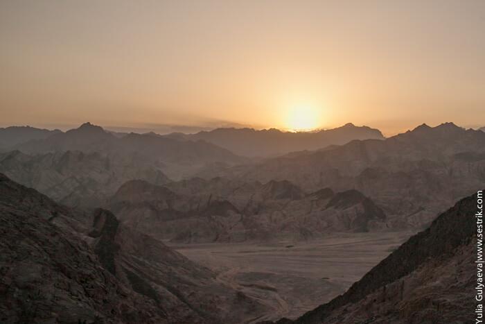 закат солнца в пустыне египта