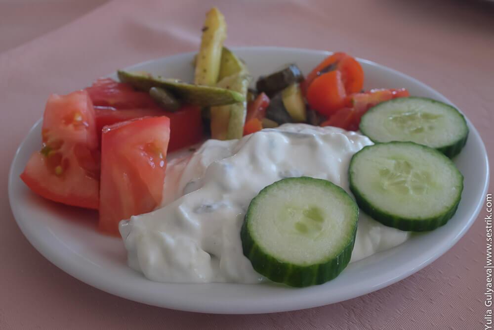 дзадзики с овощами
