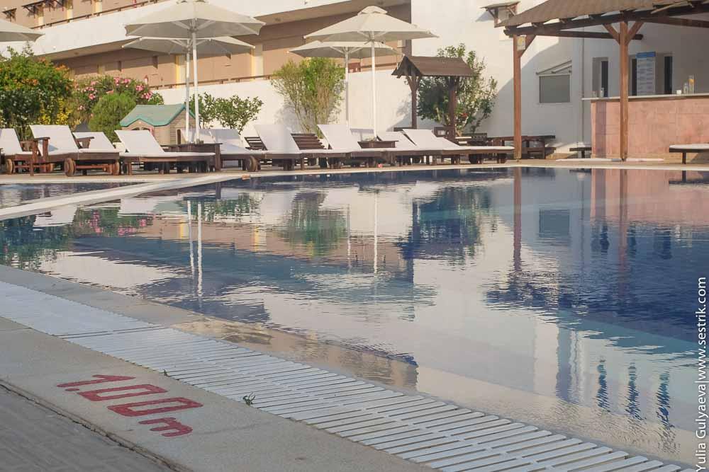 бассейн для подростков в отеле