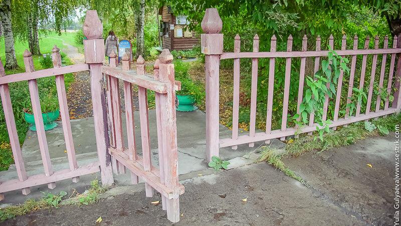 деревянный забор и калитка