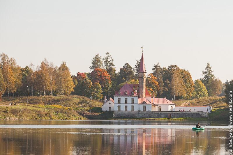 приоратский дворец в гатчине картинки