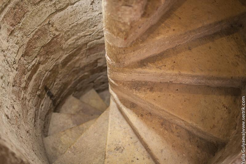 лестница в потайной ход