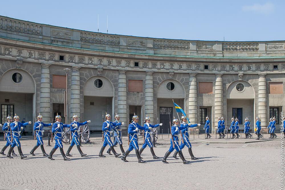 гвардейцы маршируют