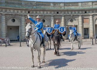 барабанщик гвардии на коне