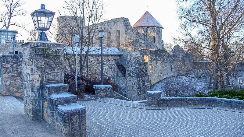 вид на замок в Цесисе