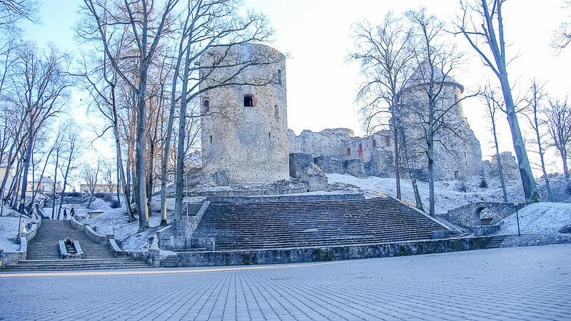 замковый парк и венденский замок
