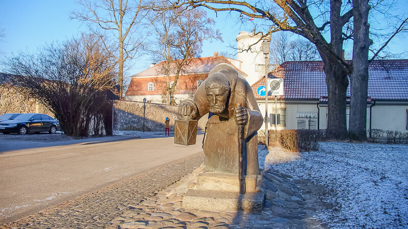 скульптура монаха