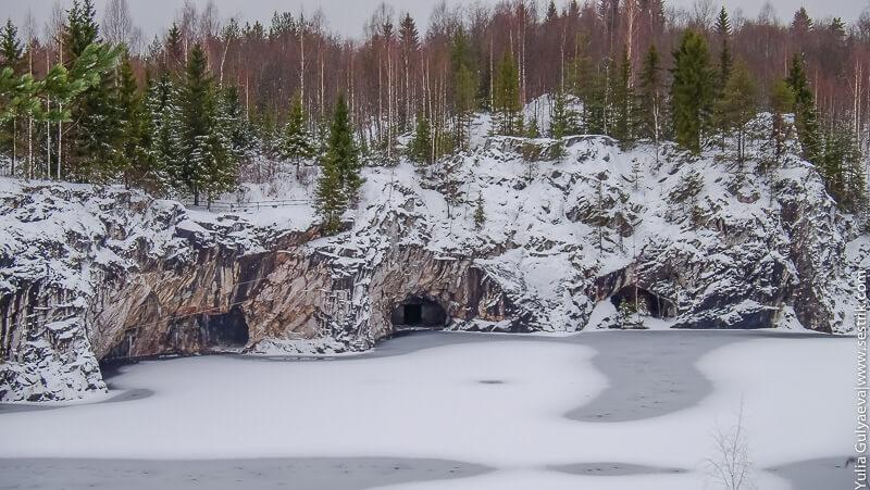 подземные гроты в горном парке в рускеале