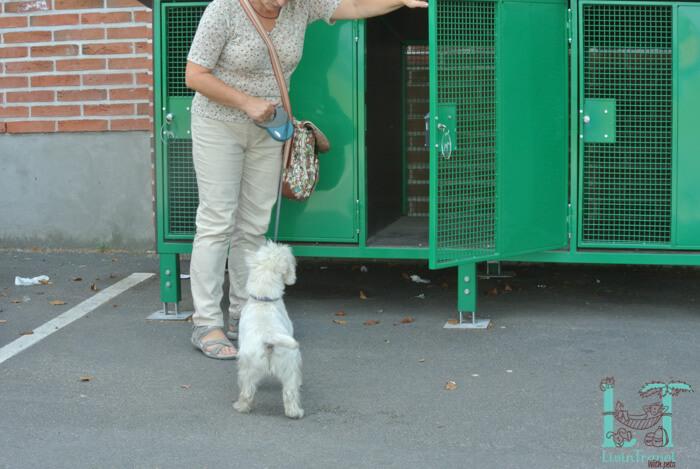 клетка для собаки на заправке абс в Финляндии