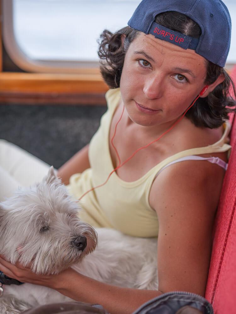 hoponhopoff в Стокгольме с собакой