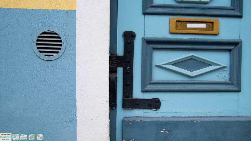 старая синяя дверь