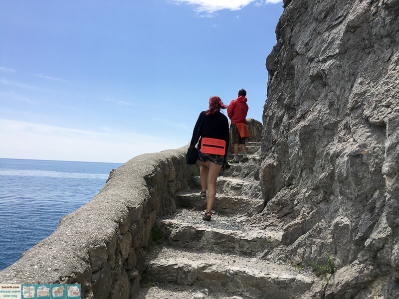 туристы на тропе голицина