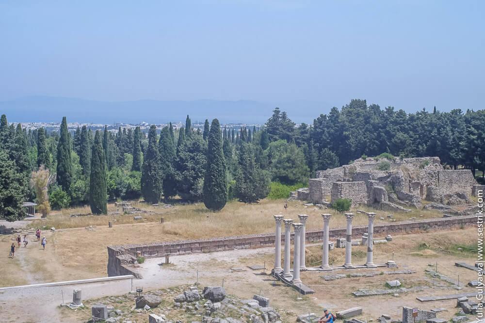 вид на море с холма храма асклепион