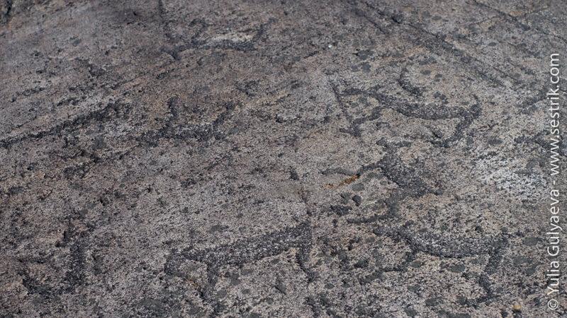 рисунки на камнях в Карелии