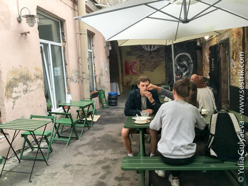 ресторанный дворик в ковенском переулке