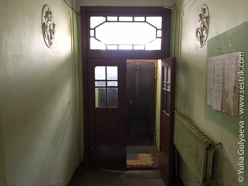 qwerty-hostel-подъезд