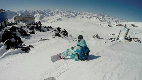 elbrus-girls-snowboarding