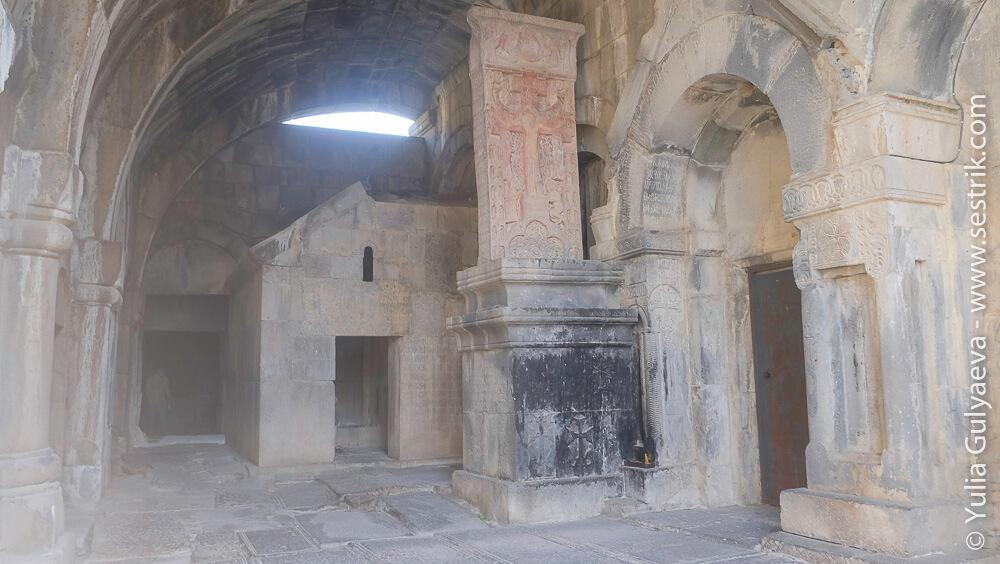 распятие на хачкаре в монастыре ахпат