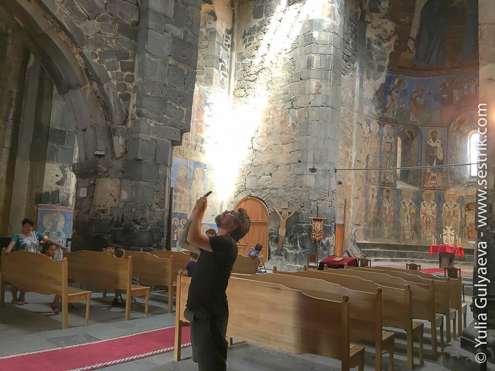 внутри храма в ахтале