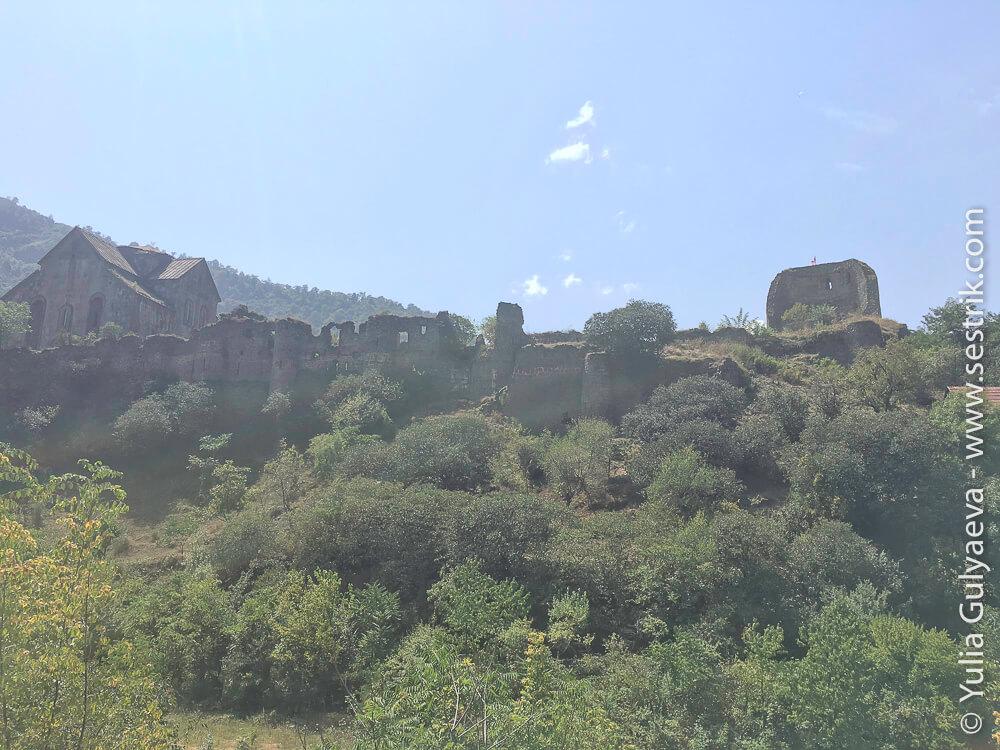 вид на монастырь крепость ахпат